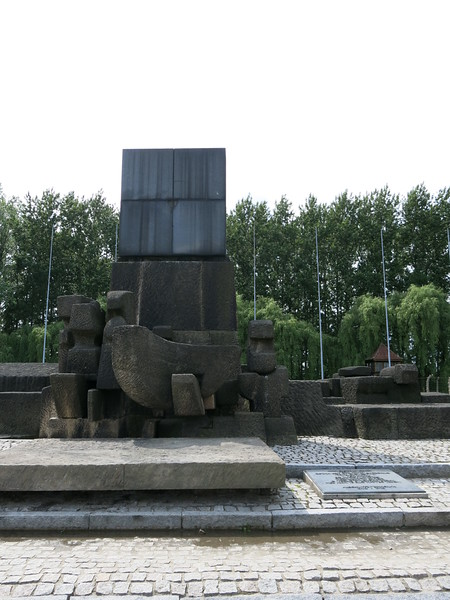 Monument signifying the chimney of the gas chamber on top and below people crawling over each other to get to fresh air.