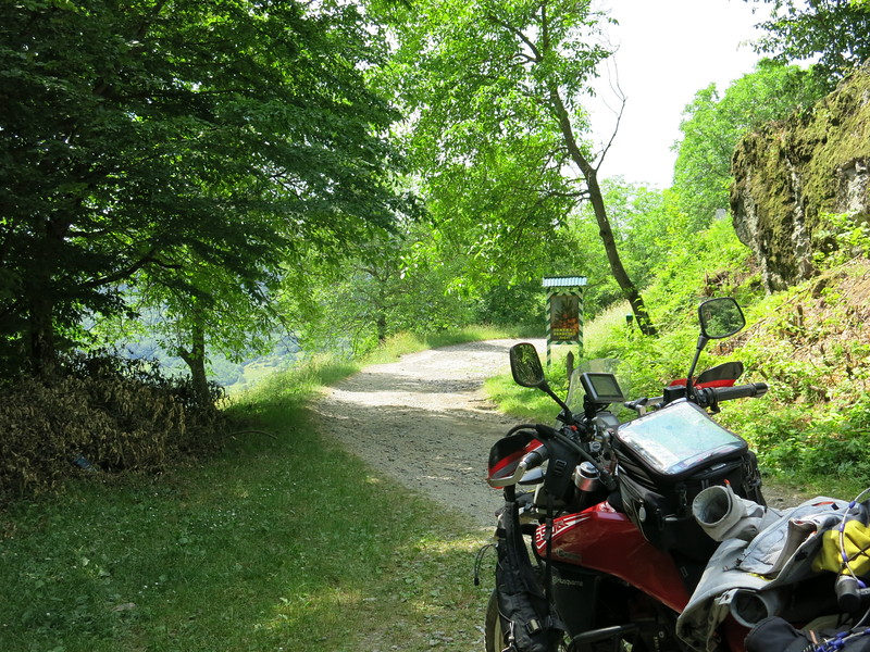 Small backroad to Rachiv. Took us a while to find the right track.