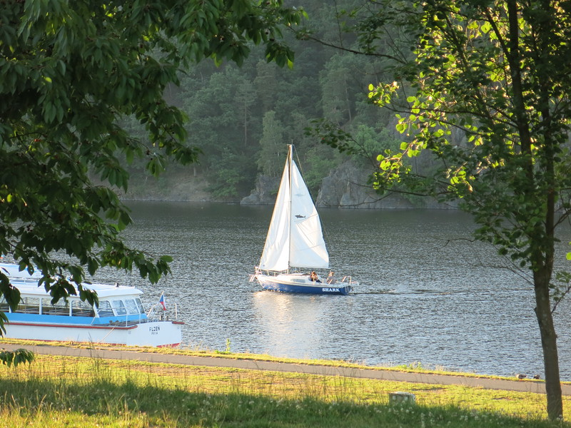 Sailing the artificial lake on the Mze river