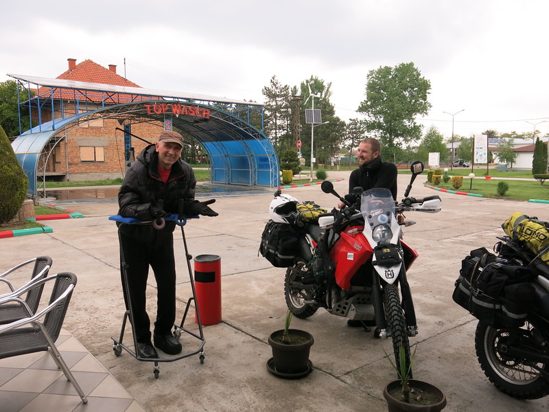 Meeting Yanko at a fuel stop in Serbia